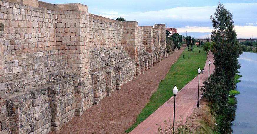 049-muralla-alcazaba1